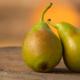 twee peren tegen elkaar aan